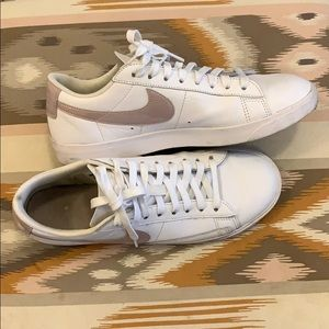 Nike retro styled tennis shoes